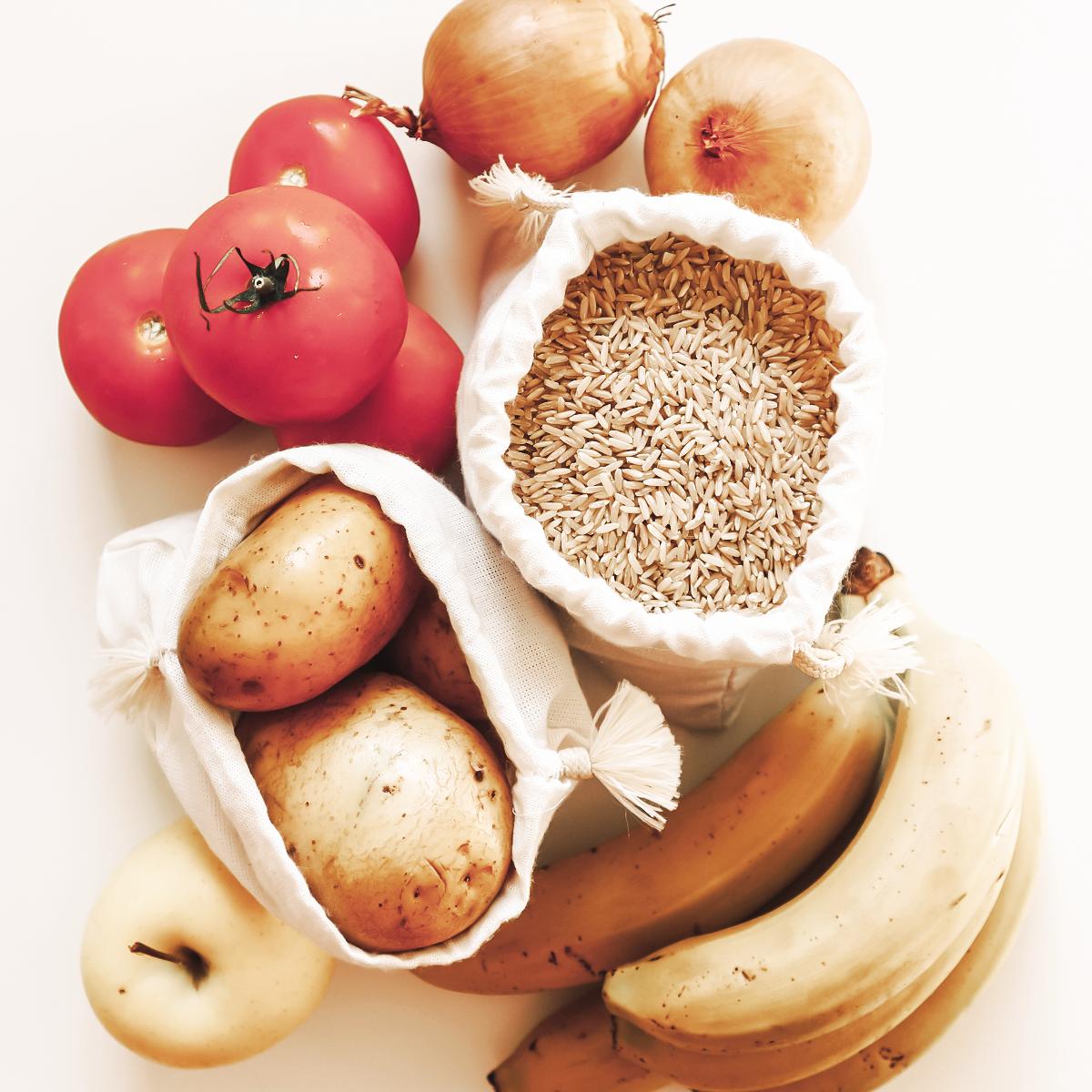 Bananas, onion, potatoes, rice, tomatoes, apple.